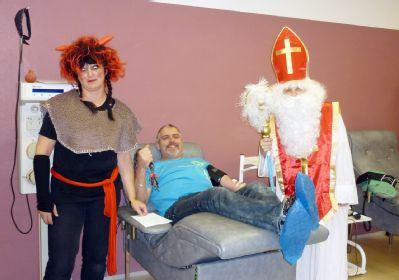 Transfúzní služba v Šumperku se dnes proměnila na nebe i peklo plné dárků