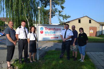 Na Transfúzní službu v Šumperku dorazili hasiči
