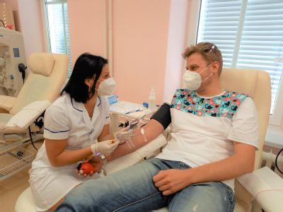Dárci krve ze Šumperska a okolí slavili. K matadorům transfúzní služby se ochotně přidali i prvodárci